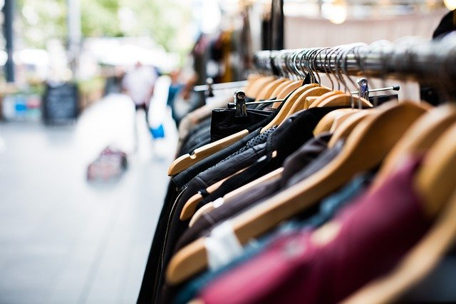Uniwersalne i modne bluzy męskie z długim rękawem